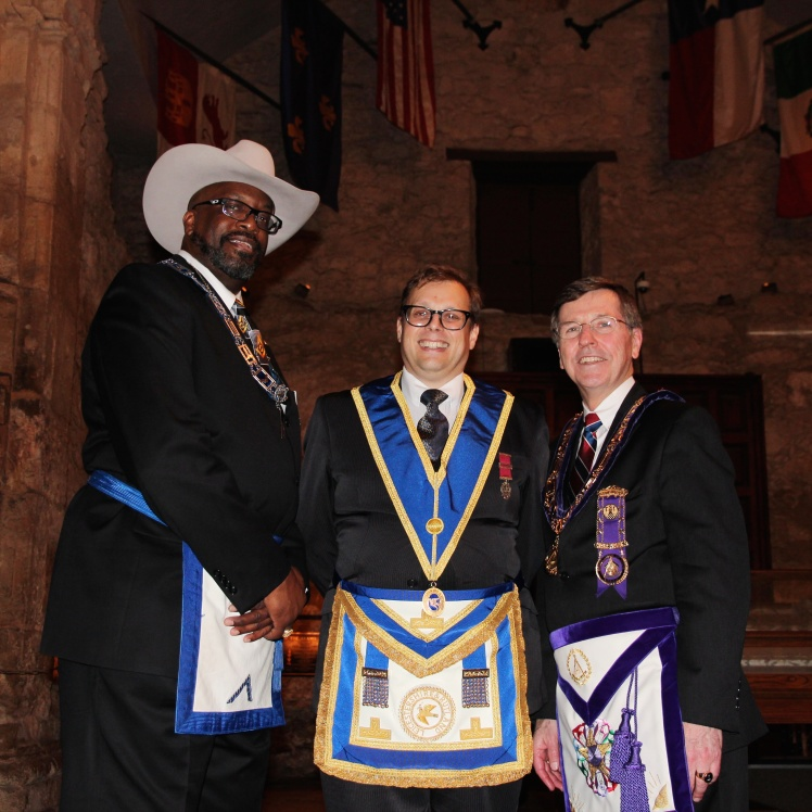 WBro Andy Green with the Master of the Alamo Lodge No.44 (left) and the Grand Master of Texas (right) in the Alamo